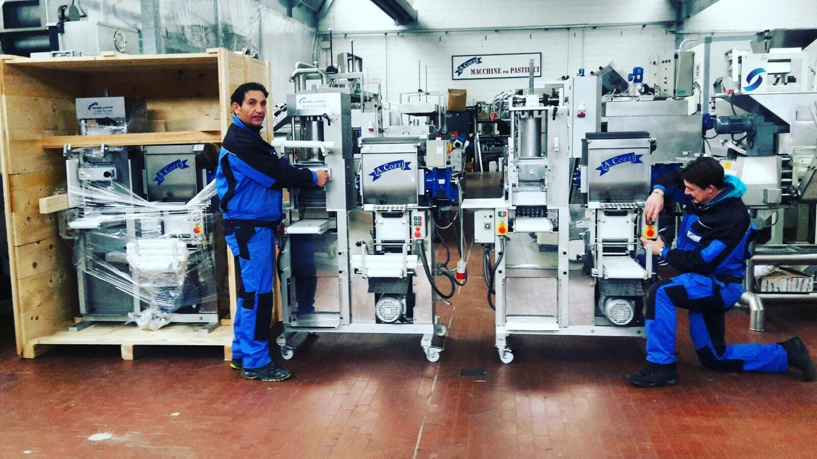 Les techniciens d'Aldo Cozzi Sas à la production de machines combinées pour pâtes fraîches - 4 en 1
